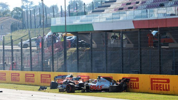 F1 GP Toscana 2020, Mugello: l'incidente che ha causato la prima bandiera rossa