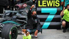F1 GP Turchia 2020, Istanbul: la festa di Hamilton (Mercedes) dopo la vittoria del settimo titolo