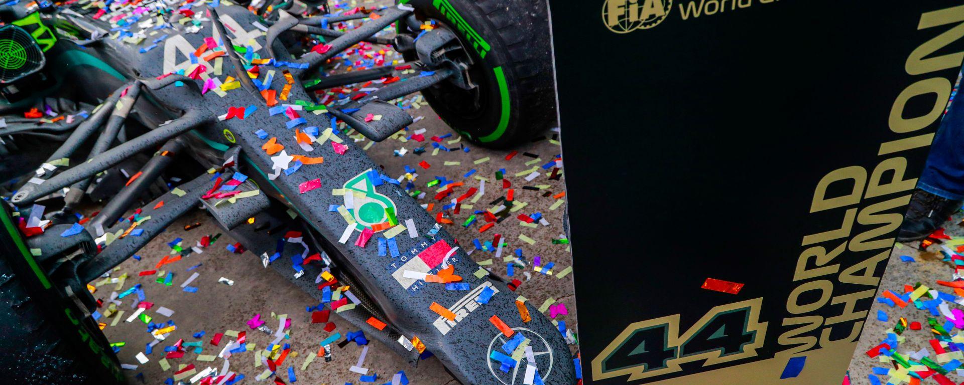 F1 GP Turchia 2020, Istanbul: la Mercedes di Lewis Hamilton dopo i festeggiamenti sul podio