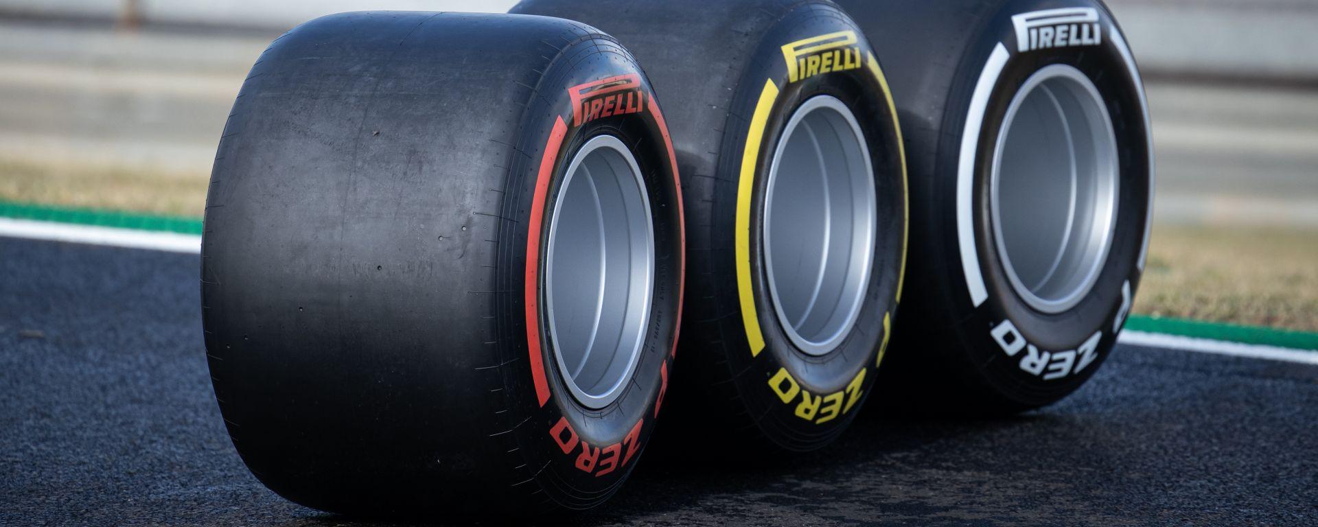 F1 GP Turchia 2020, Istanbul: le gomme Pirelli in pista per le foto di rito