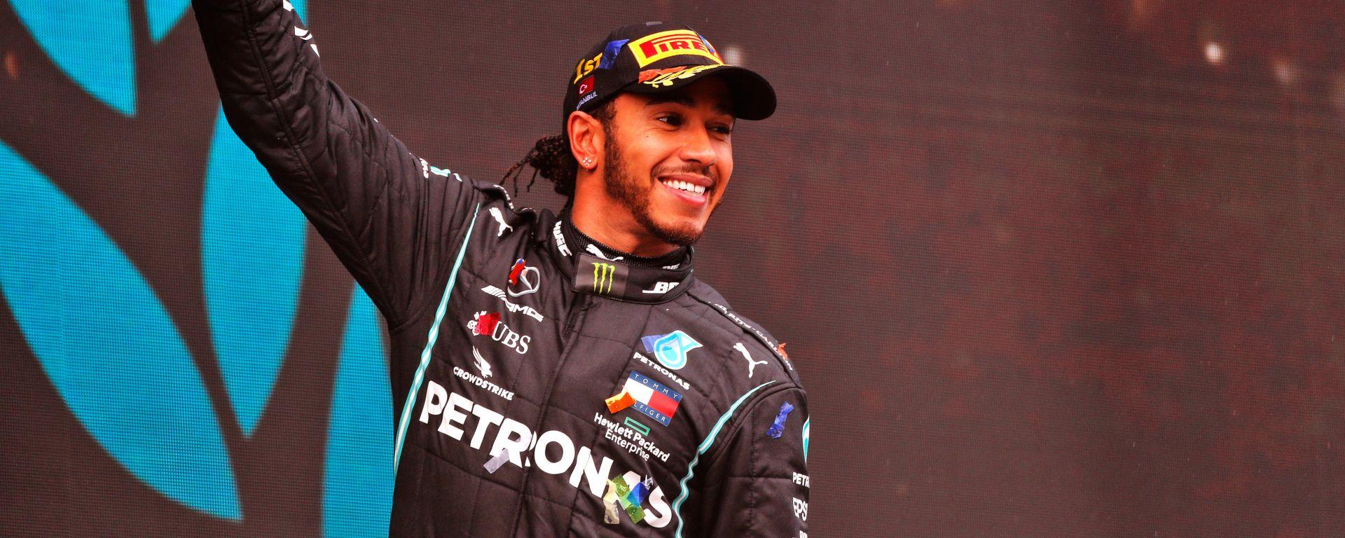 F1 GP Turchia 2020, Istanbul: Lewis Hamilton (Mercedes AMG Petronas F1) esulta sul podio