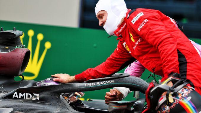 F1 GP Turchia 2020, Istanbul: Vettel (Ferrari) si congratula con Hamilton (Mercedes)