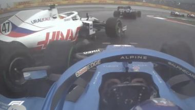 F1 GP Turchia 2021, Istanbul: Fernando Alonso (Alpine) manda in testacoda Mick Schumacher (Haas)