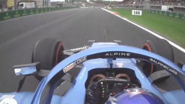 F1 GP Turchia 2021, Istanbul: Fernando Alonso (Alpine) transita in curva-1 con doppia bandiera gialla