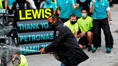F1, GP Turchia: Roscoe osserva Hamilton festeggiare
