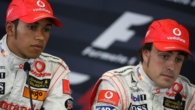 F1, GP Ungheria 2007: Lewis Hamilton e Fernando Alonso (McLaren) nella conferenza stampa post qualifiche