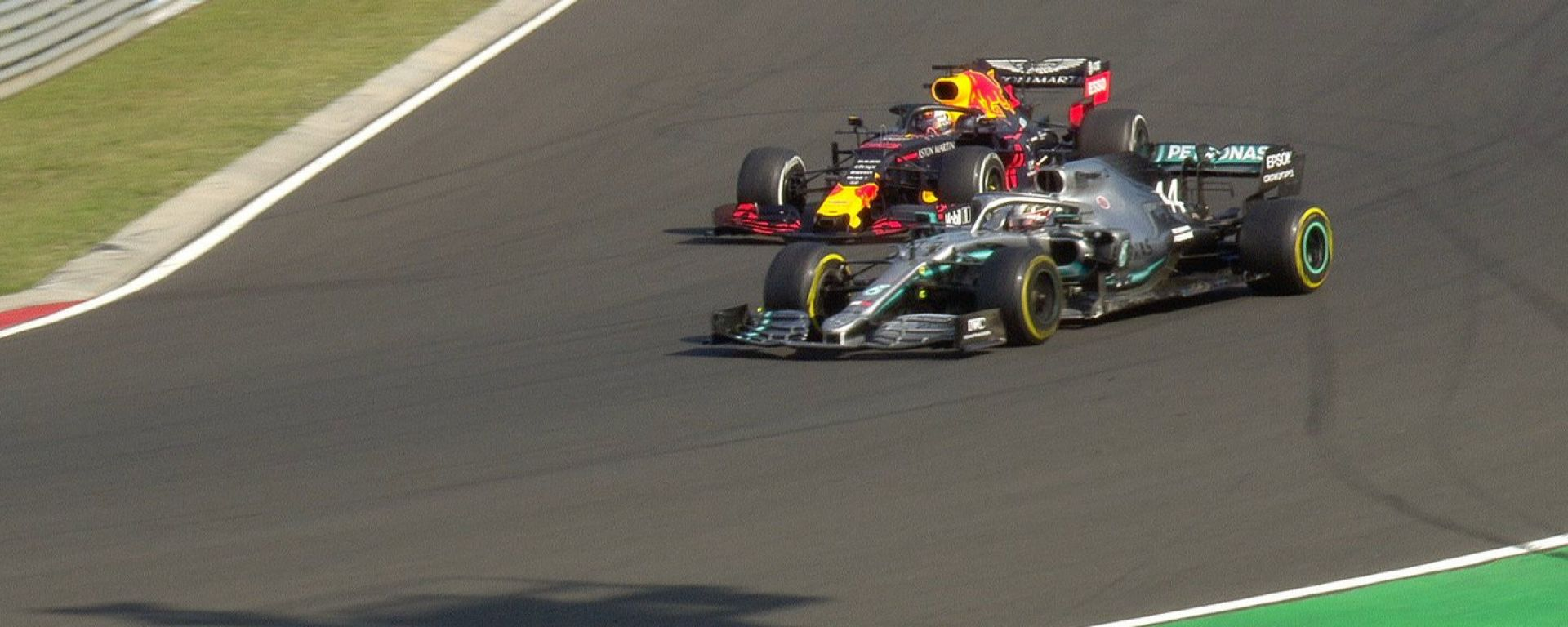 F1 GP Ungheria 2019, Budapest: il sorpasso decisivo di Hamilton (Mercedes) su Verstappen (Red Bull)