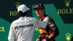 F1 GP Ungheria 2019, Budapest: Verstappen (Red Bull) scherza con Hamilton (Mercedes) al traguardo