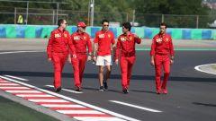 F1 GP Ungheria 2019, Charles Leclerc impegnato nella track walk con gli uomini Ferrari