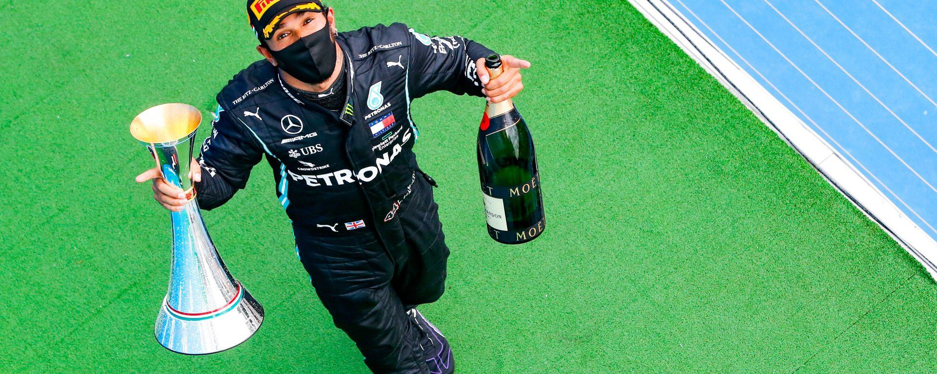 F1 GP Ungheria 2020, Budapest:  Lewis Hamilton (Mercedes) festeggia sul podio