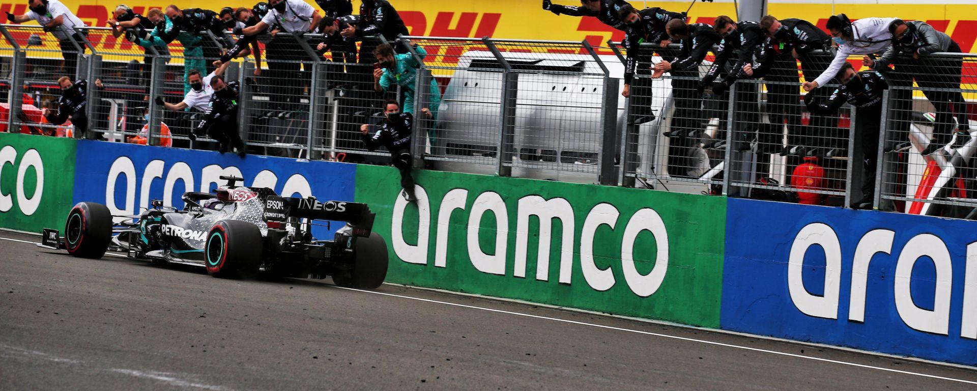 F1 GP Ungheria 2020, Budapest: Lewis Hamilton (Mercedes) taglia il traguardo