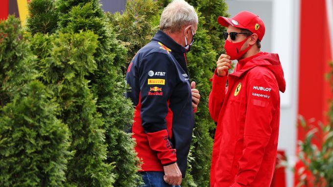 F1 GP Ungheria 2020, Budapest: Sebastian Vettel (Ferrari) parla con Helmut Marko (Red Bull)