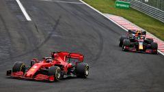 F1, GP Ungheria 2020: Sebastian Vettel (Ferrari) seguito da Alex Albon (Red Bull)