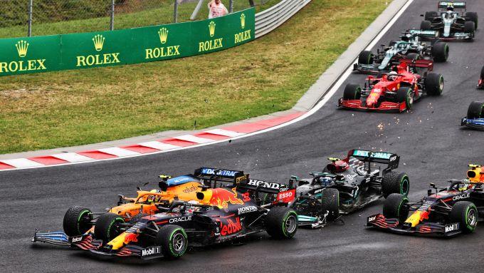 F1 GP Ungheria 2021, Budapest: Il patatrac al via, Bottas (Mercedes) carambola sulle Red Bull