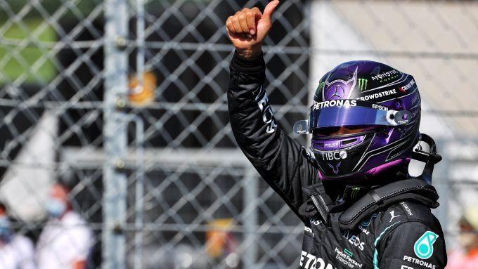 F1 GP Ungheria 2021, Budapest: Lewis Hamilton (Mercedes AMG F1) esulta per la pole