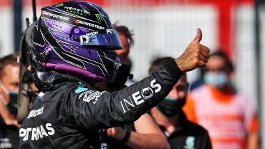 F1 GP Ungheria 2021, Budapest: Lewis Hamilton (Mercedes AMG F1) festeggia la pole position