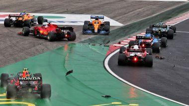F1 GP Ungheria 2021, Budapest: l'incidente al via della gara