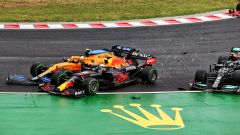 """Verstappen """"mezza macchina"""" a Budapest. E ora preoccupa il motore"""