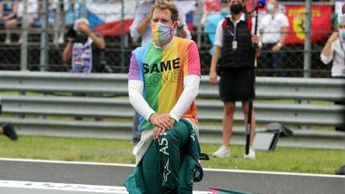 F1 GP Ungheria 2021, Budapest: Sebastian Vettel (Aston Martin Racing) indossa la maglia arcobaleno