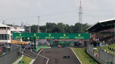 F1, GP Ungheria 2021: la partenza in solitaria di Lewis Hamilton