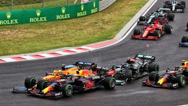 F1, GP Ungheria 2021: l'incidente al via che ha coinvolto Lando Norris, Valtteri Bottas e Max Verstappen