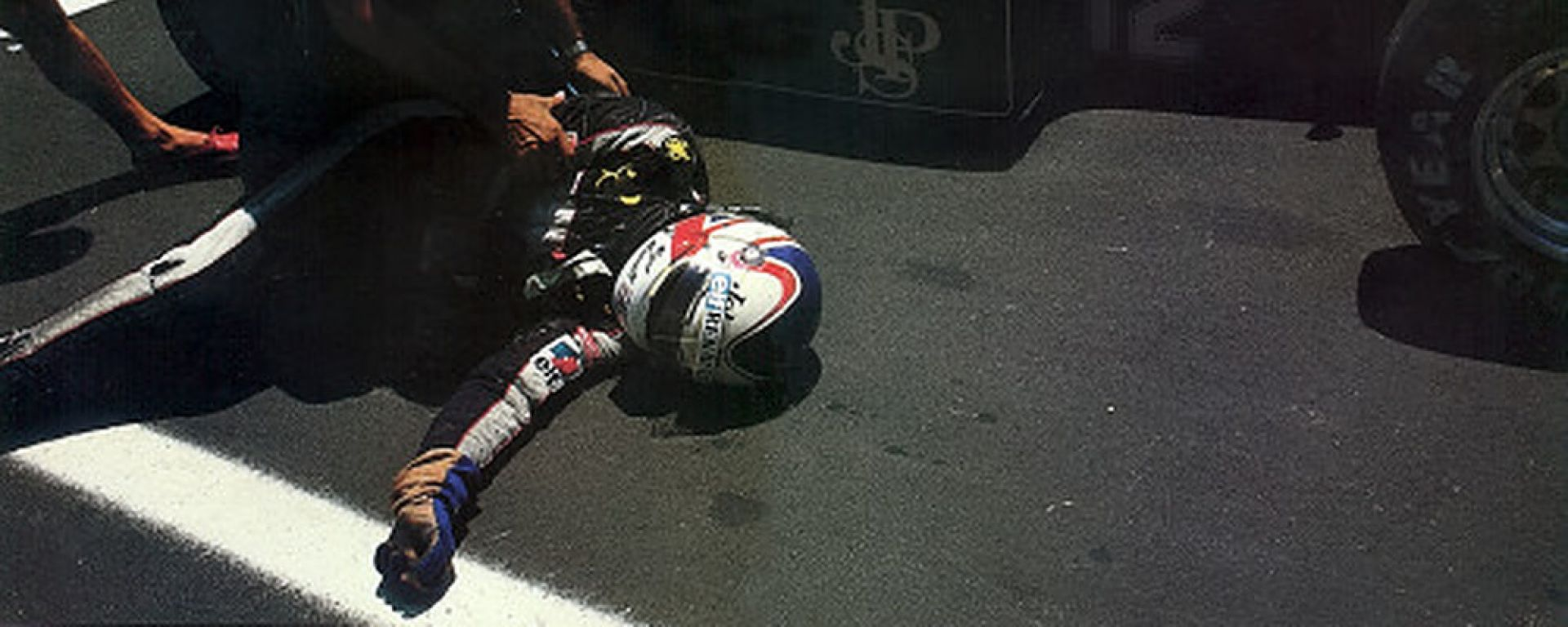 F1, GP Usa 1984: Nigel Mansell a terra dopo aver spinto la sua monoposto