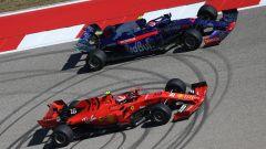 F1 GP USA 2019, Austin: Pierre Gasly (Toro Rosso) e Charles Leclerc (Ferrari) con le mescole 2020 Pirelli