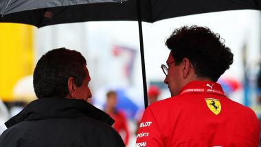 F1: Gunther Steiner (team principal Haas) con Mattia Binotto (team principal Ferrari)