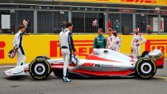 F1: i piloti attorno al prototipo della monoposto 2022