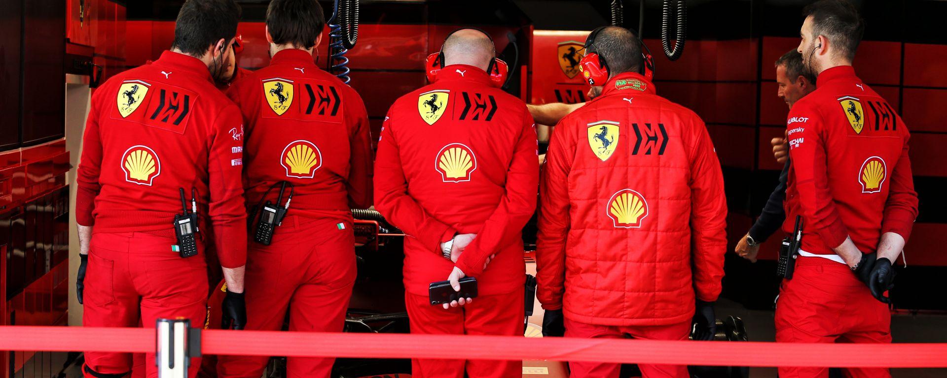 F1: il box della Ferrari durante i test invernali di Barcellona