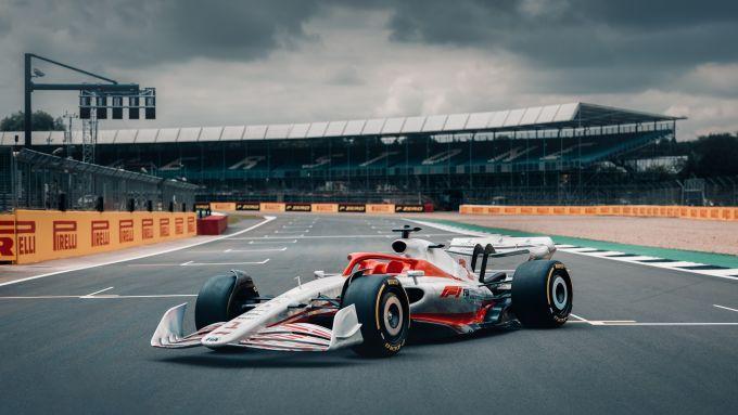 F1, il concept della monoposto 2022 in pista a Silverstone