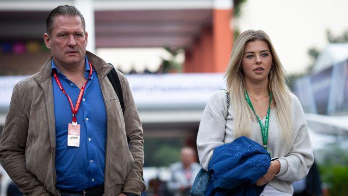 F1, Jos Verstappen nel paddock con la figlia Victoria, la sorella di Max