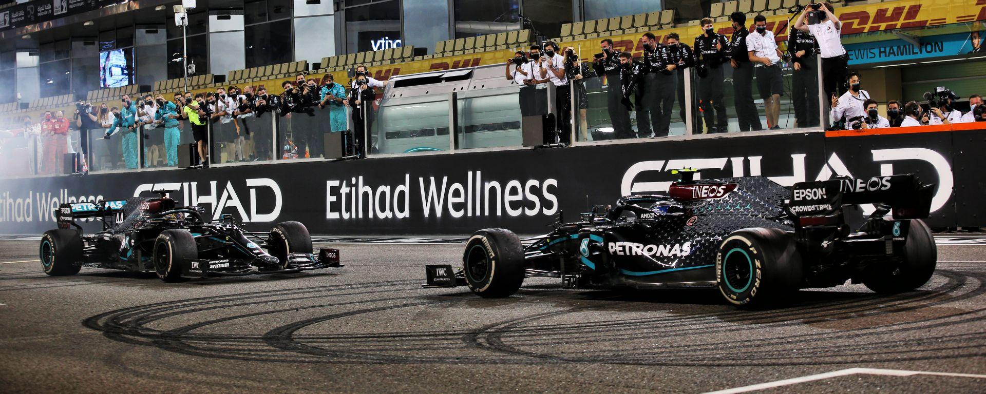 F1: la Mercedes festeggia al termine del GP Abu Dhabi