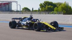 F1, la Renault di Sergey Sirotkin testa le gomme 2021