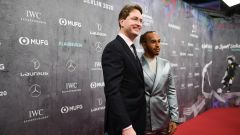 F1 Laureus Awards 2020: Il CEO di Daimler, Ola Kallenius, con Lewis Hamilton