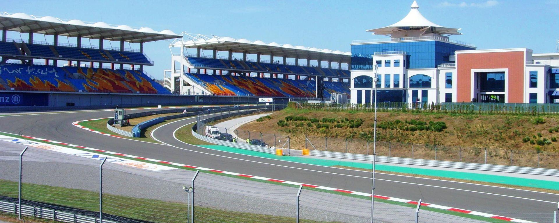 F1, le tribune centrali e l'edificio paddock dell'Istanbul Park