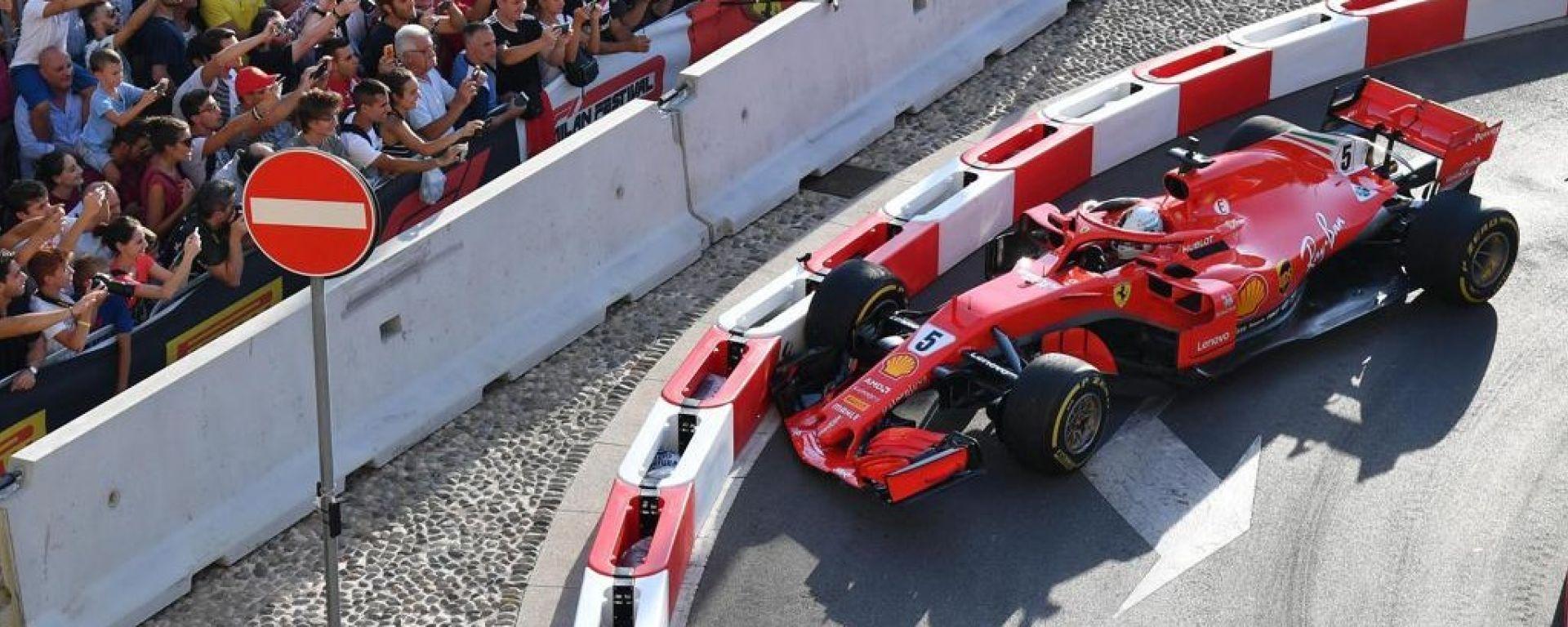 F1 Milan Festival, Vettel sgassa (e sbatte!) in Darsena