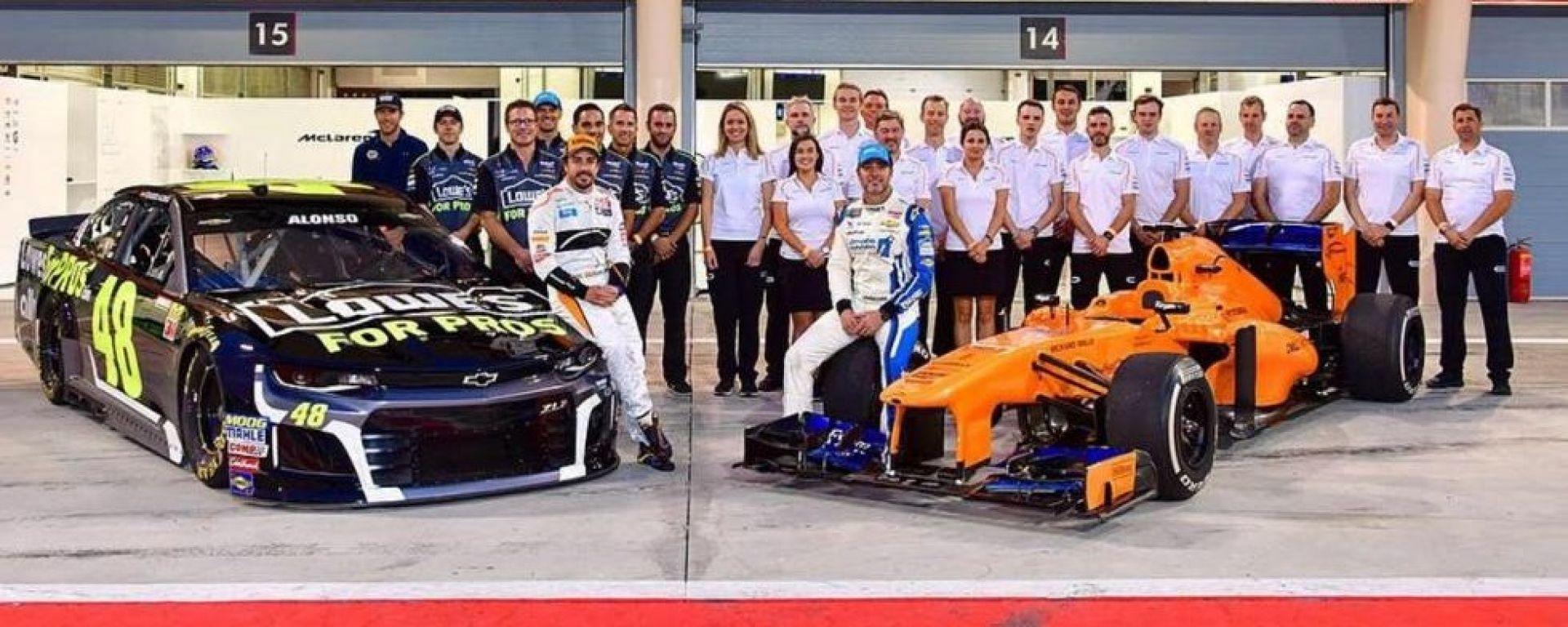 Fernando Alonso e Jimmie Johnson si sono scambiati l'auto per un giorno