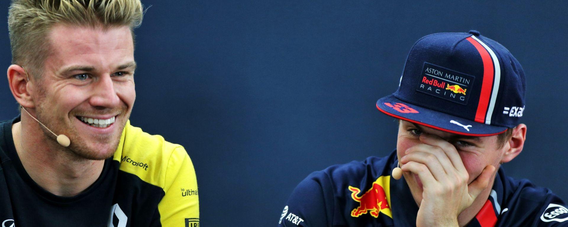 F1: Nico Hulkenberg scherza con Max Verstappen
