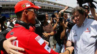 F1, Norbert Haug stringe la mano al grande rivale Michael Schumacher