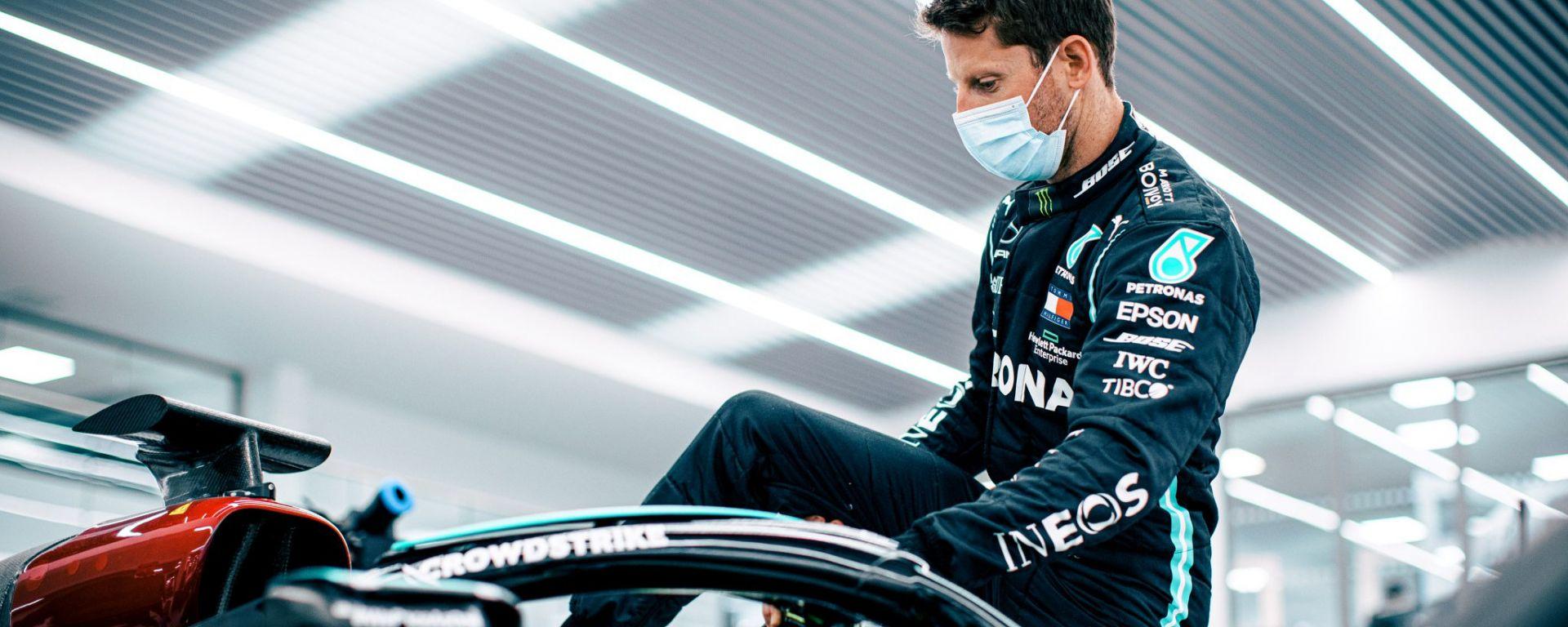 F1: Romain Grosjean effettua la prova sedile alla sede della Mercedes