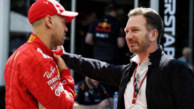 F1: Sebastian Vettel (Ferrari) a colloquio con Chris Horner (Red Bull)