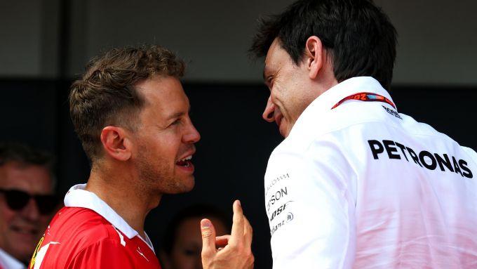 F1: Sebastian Vettel (Ferrari) e Toto Wolff (Mercedes)