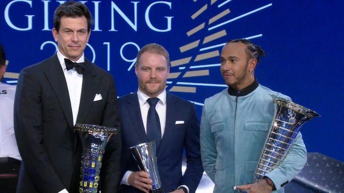 F1, team Mercedes AMG Petronas premiato dalla FIA: Toto Wolff, Valtteri Bottas, Lewis Hamilton
