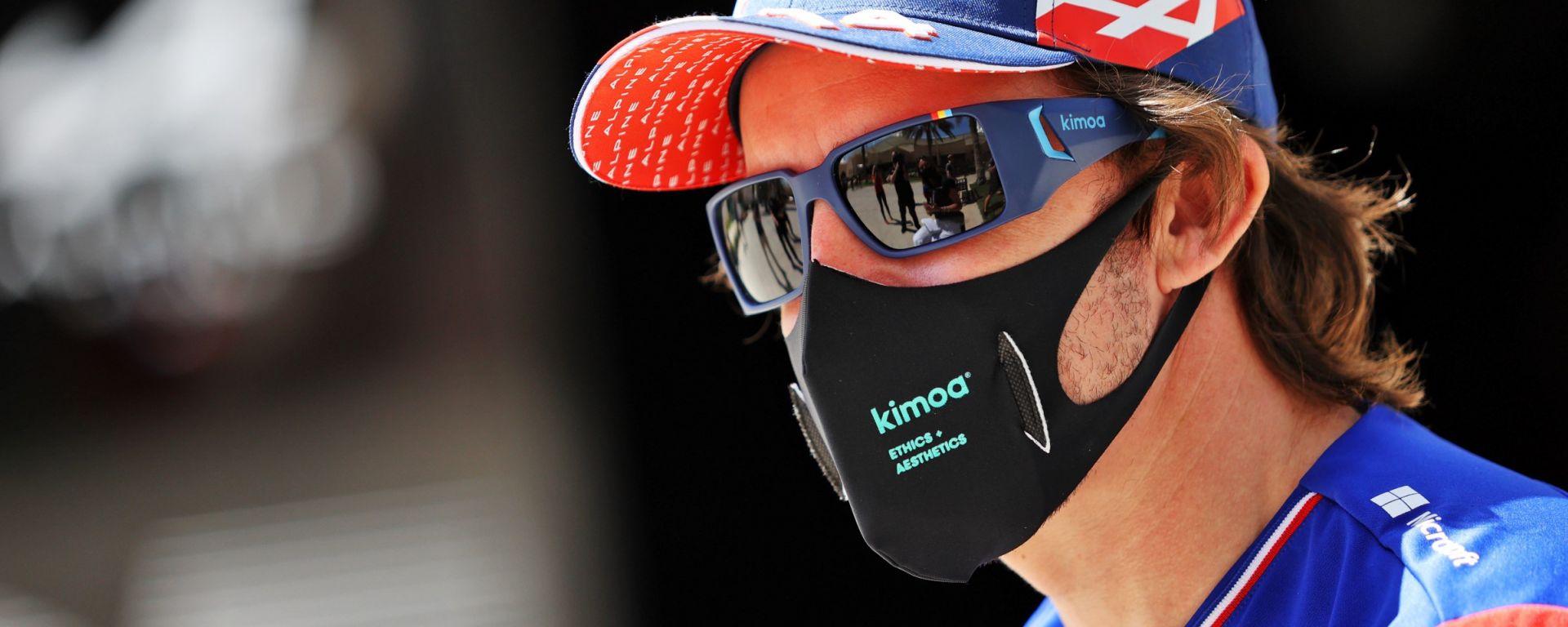 F1, test Bahrain 2021: Fernando Alonso (Alpine) con la mascherina Kimoa