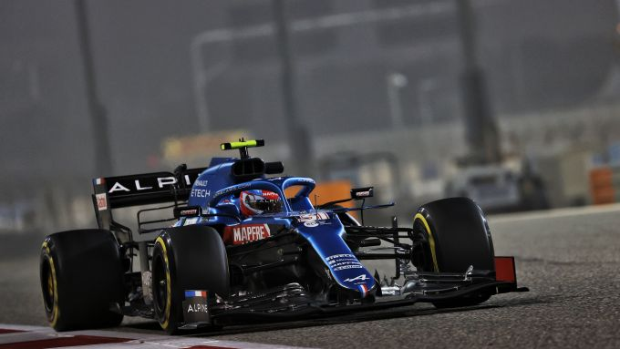F1 Test Bahrain 2021, Sakhir: Esteban Ocon (Alpine Renault) con la A521 in pista