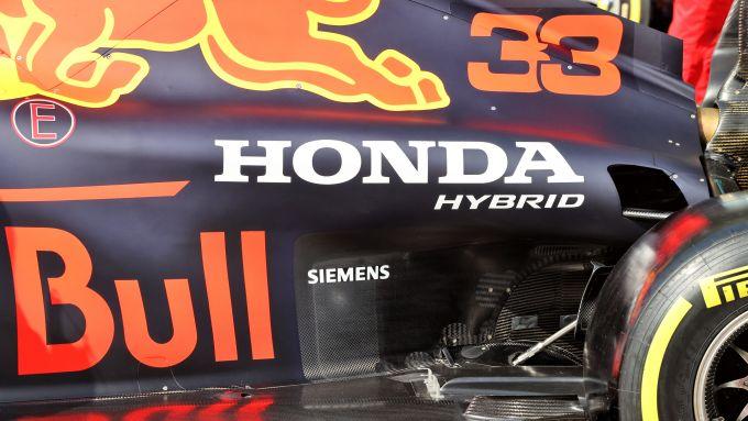 F1 Test Bahrain 2021, Sakhir: il logo Honda sul cofano motore della Red Bull RB16B