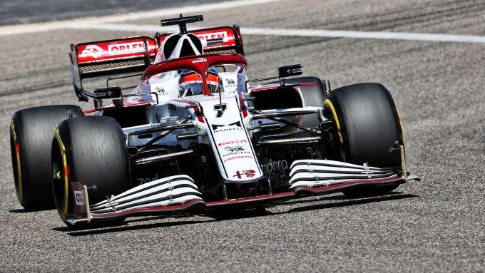 F1 Test Bahrain 2021, Sakhir: Kimi Raikkonen (Alfa Romeo Racing) alla guida della sua C41