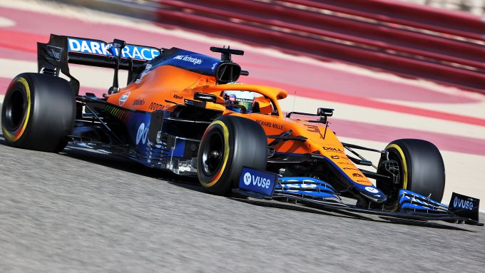 F1 Test Bahrain 2021, Sakhir: la McLaren MCL35M in pista