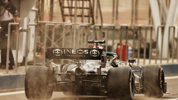 F1 Test Bahrain 2021, Sakhir: Lewis Hamilton (Mercedes AMG F1) con la W12 in pista